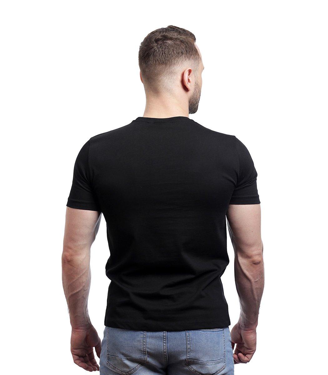 Черная футболка с надписью Lacoste