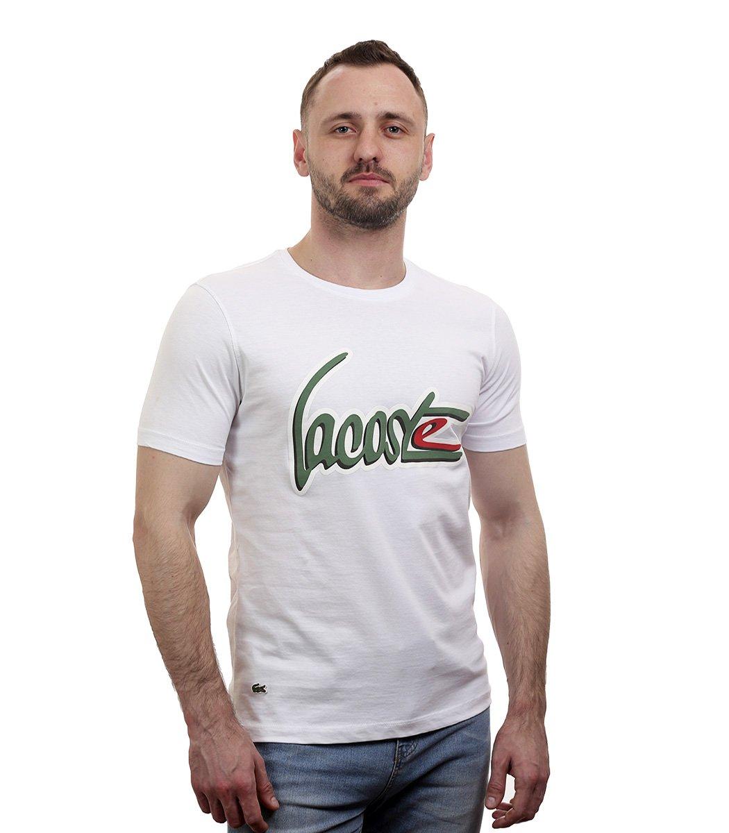 Белая футболка с надписью Lacoste